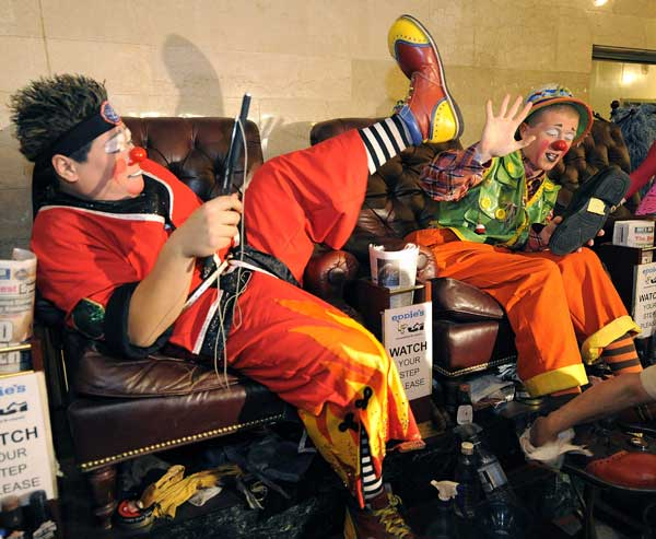 Клоуны цирка  FUNundrum в Нью-Йорке. Фото: TIMOTHY A./AFP/Getty
