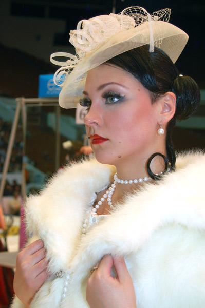 Свадебная причёска «Невеста в стиле ЭТНО». Фото: Ирина Оширова/Великая Эпоха/The Epoch Times