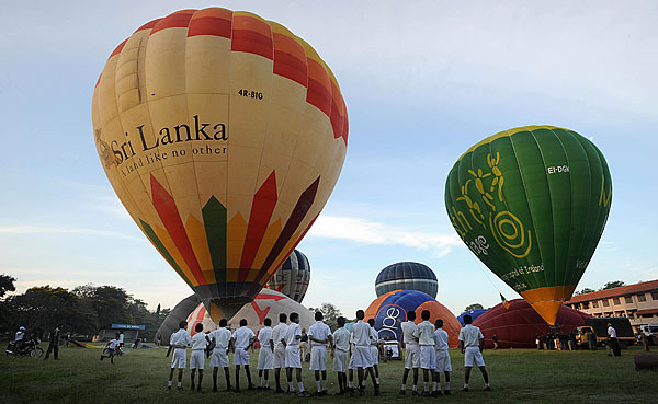 Монгольфьеры над Шри-Ланкой. Фото: LAKRUWAN WANNIARACHCHI/AFP/Getty Images