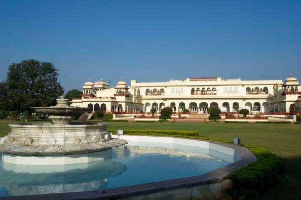 Зал приемов Дворца Rambagh в Джайпуре, Индия.  Фото: Simon de Trey-White/Getty Images