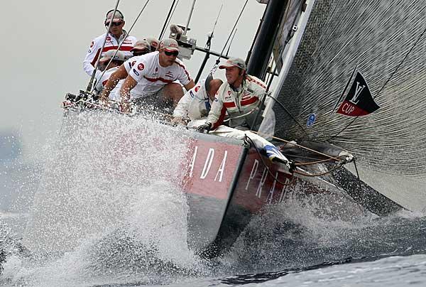 Яхтами управляют мужественные яхтсмены.  Фото: PHILIPPE DESMAZES/AFP/Getty Images