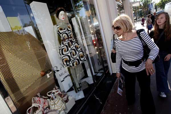 Посещение магазина и роскошные марки - неотъемлемый аспект ежегодного кинофестиваля в Каннах. Фото: Sean Gallup/Getty Images
