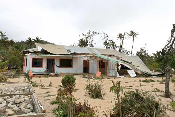 Полтнезия. Циклон Oli, превратившийся в тропический шторм, принося семиметровые волны, ударил по островам Tаити 05.02.2010 г. Фото: GREGORY BOISSY/AFP/Getty Images