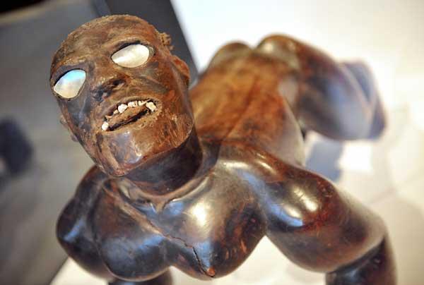 Полинезия. Выставка деревянной скульптуры XVIII-XIX веков с полинезийских островов Rurutu, Куку, Таити. Фото: MIGUEL MEDINA/AFP/Getty Images