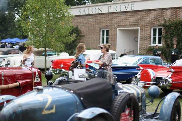 На «Салоне Приве» можно увидеть разные автокары и разных гостей. Фото: Dan Kitwood/Getty Images