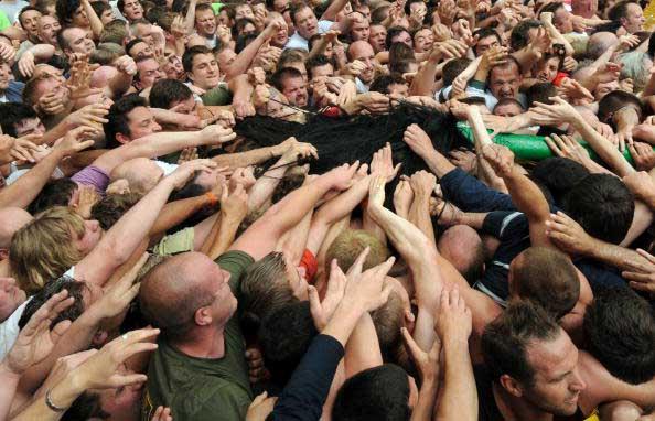 Толпа во время  национального праздника в Бельгии. Фото: JOHN THYS/AFP/Getty Images