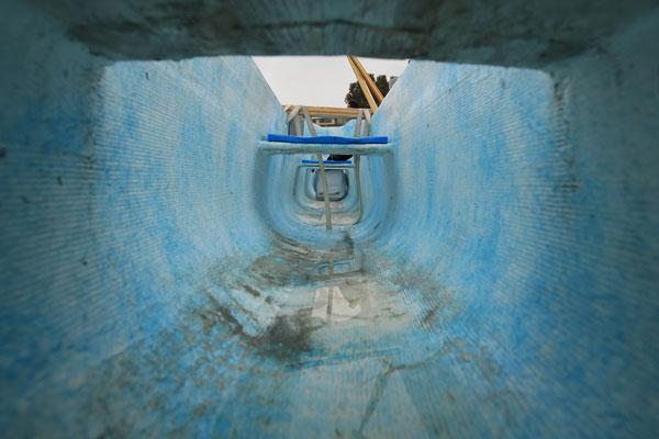 Внутренний вид каноэ, из которого вываливаются в воду спортсмены. Фото: Jonathan Moore/Getty Images
