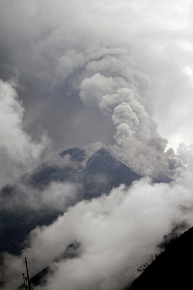 Извержение вулкана Tungurahua в Эквадоре. Фото: Pablo COZZAGLIO/AFP/Getty Images