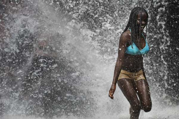 Водопад на холме в Рио-де-Жанейро.  Фото: Vanderlei Almeida/AFP/Getty Images
