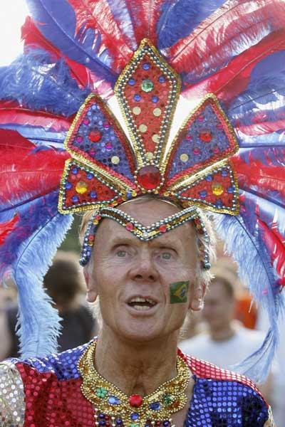 Фанаты футбола из разных стран в боевой раскраске и нарядах. Фото: Sean Gallup/Getty Images