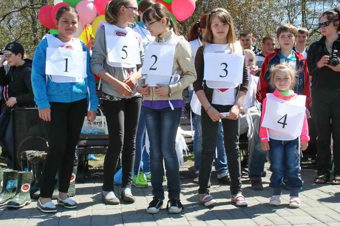 Соревнование по метанию резинового сапога в Иркутске. Фото: Оксана Торбеева/Великая Эпоха (The Epoch Times)