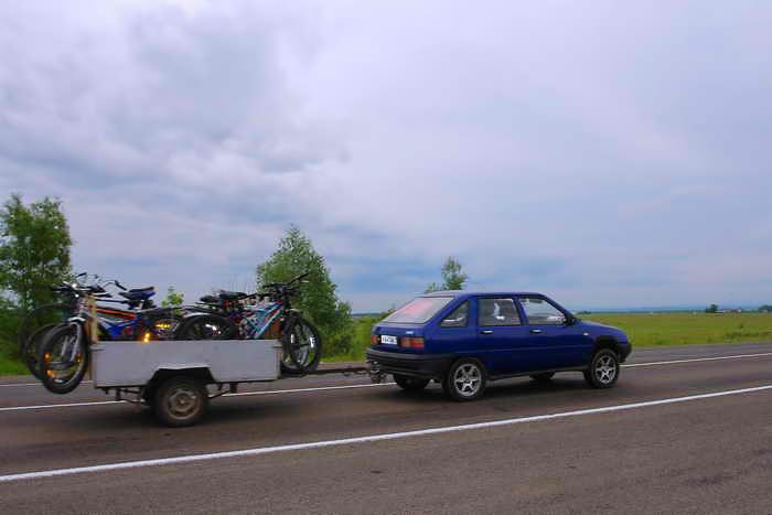 Трасса Абакан-Кызыл. Перевозка велосипедов до турбазы Оленья Речка. 200 км от Абакана. Фото: Евгений Дарбека
