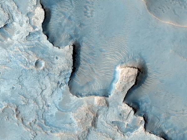 Еще одна фотография светлых марсианских пород. Фото: NASA/JPL/University of Arizona