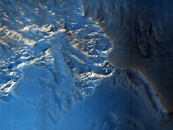 Еще одно необычное геологическое образование. Фото: NASA/JPL/University of Arizona
