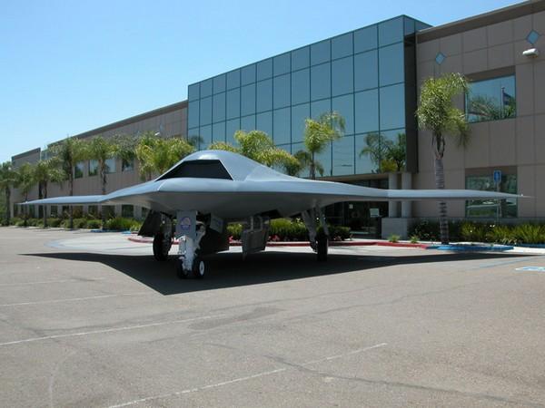 ВМС США в 4 февраля испытали робота-бомбардировщика X-47B. Фото с lenta.ru