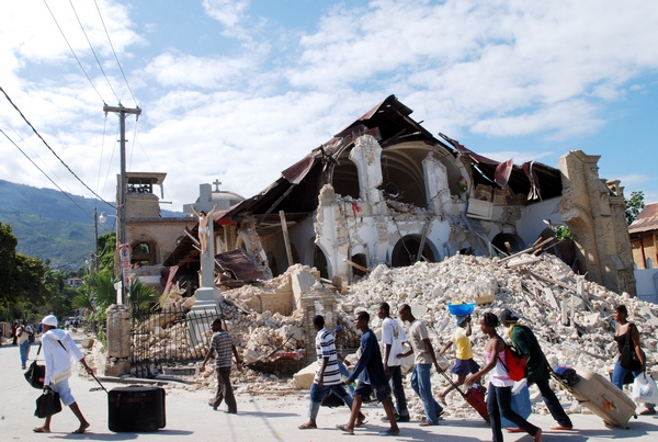 Землетрясение на Гаити — одно из самых страшных в мировой истории. Фото: THONY BELIZAIRE/AFP/Getty Images