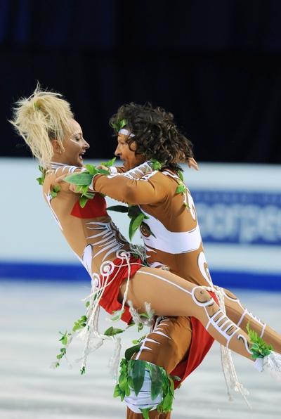 Оксана Домнина и Максим Шабалин. Оригинальный танец. Январь 21, 2010, Талин. Фото: YURI KADOBNOV/AFP/Getty Images