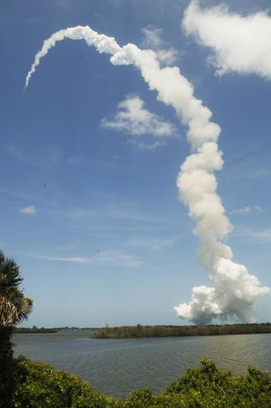 «Атлантис» успешно стартовал с космодрома Кеннеди на мысе Канаверал. Фоторепортаж. Фото: BRUCE WEAVER/AFP/Getty Images