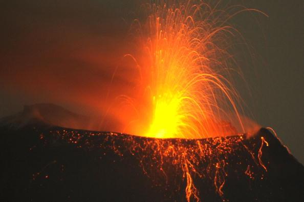 Извержение вулканов Эквадоре и Гватемале.  Фоторепортаж. Фото: RODRIGO BUENDIA/AFP/Getty Images