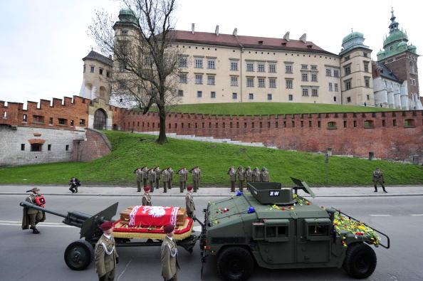 Похороны Леха Качиньского и его жены в замке Вавель, в Кракове. Фоторепортаж. Фото: JOHN MACDOUGALL/AFP/Getty Images