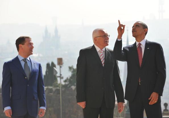 Барак Обама и Дмитрий Медведев подписали новый договор СНВ. Фоторепортаж.  Фото: AFP/Getty Images