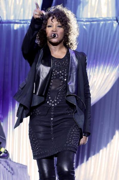 3 мая Уитни Хьстон (Whitney Houston) выступила перед итальянской публикой в Милане, на этом концерте присутствовала дочь Уитни -  Бобби Кристина  (Bobbi Kristina). Фото: Vittorio Zunino Celotto/Getty Images