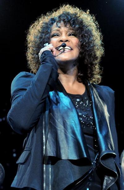 3 мая Уитни Хьстон (Whitney Houston) выступила перед итальянской публикой в Милане. Фото: Vittorio Zunino Celotto/Getty Images
