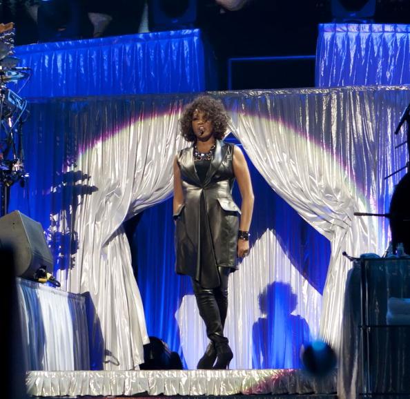 Уитни Хьстен (Whitney Houston) на концерте в Берлине. Фото: Jakubaszek/Getty Images