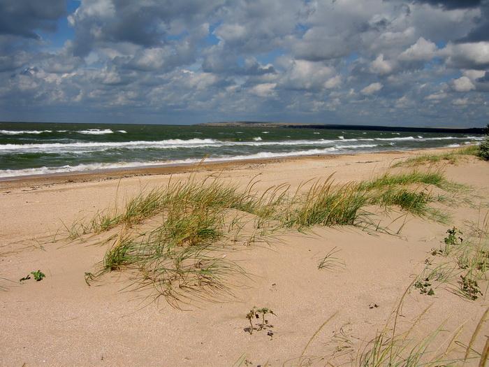 Ветер гоняет облака, вздымает и пенит волны Азова. Фото: Ирина Рудская/Великая Эпоха (The Epoch Times)