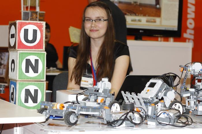 Нижегородский государственный университет представляет своих «Лего-роботов». Фото: Николай Карпов/Великая Эпоха (The Epoch Times)
