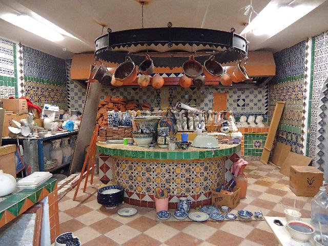 Собрание керамической посуды в Uriarte International. Фото: Сьюзен Джеймс