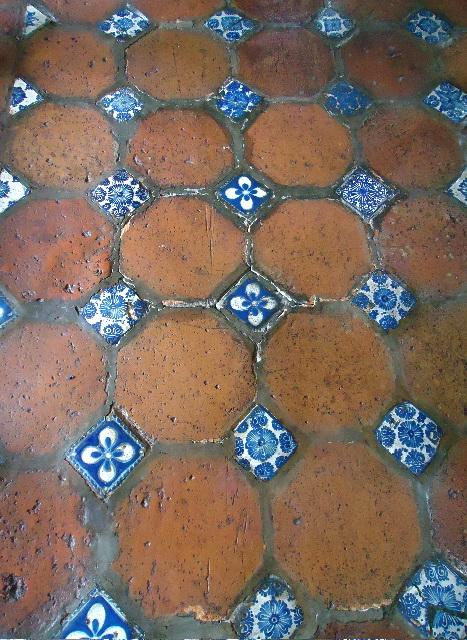 Талавера, XVII столетие, плитки для полов  библиотеки Palafoxiana. Фото: Сьюзен Джеймс