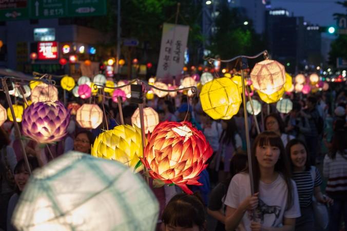 Фонари на параде бывают разных форм и размеров. Фото: Jarrod Hall/Великая Эпоха (The Epoch Times)