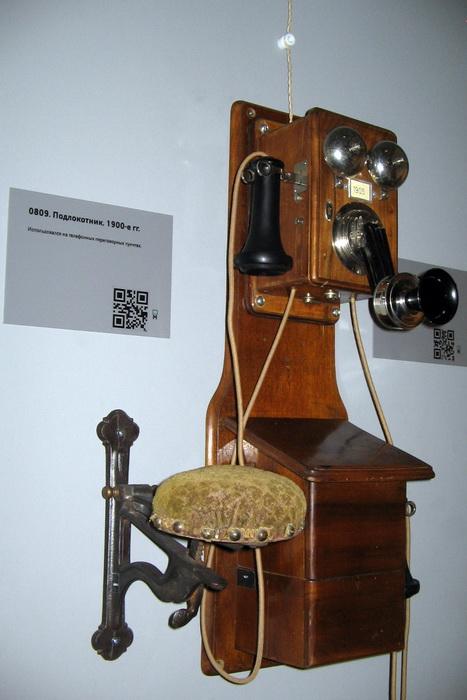 Настенный телефон с подлокотником, конец XIX в. Фото: Татьяна Петрова/Великая Эпоха (The Epoch Times)