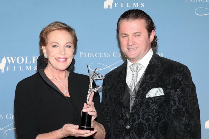 На церемонии награждения премией имени принцессы Грейс, июль 2011 года. Эндрюс и Алекс Солджер. Фото предоставлено Алексом Солджером