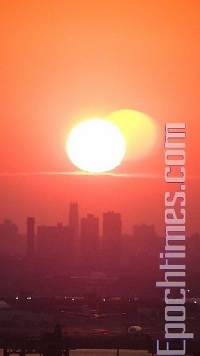 Два солнца наблюдали жители Нью-Йорка. Фото: Терри/Epoch Times