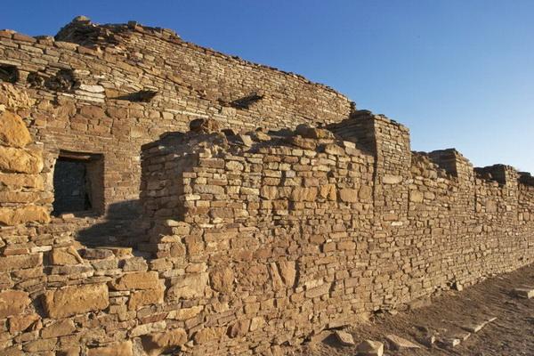 Древние индейские руины в Национальным историческом парке Чако, штат Нью-Мексико, США. Фото: Джейсон Сэмпсон