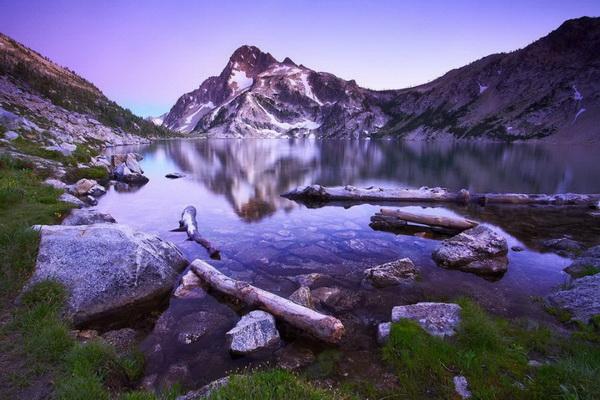 Озеро Сотус возле горы Реган в Канаде. Фото: Джейсон Сэмпсон
