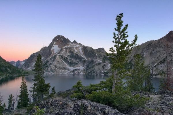 Озеро Сотус и гора Реган. Фото: Джейсон Сэмпсон