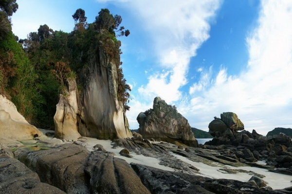 Природное образование в Новой Зеландии названное в честь голландского мореплавателя Абеля Тасмана. Фото: Джейсон Сэмпсон