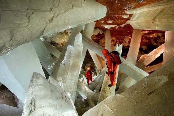 Удивительную пещеру обнаружили в 2000 году 2 брата – шахтера Санчез, которые прокладывали новый туннель. Фото с сайта bigpicture.ru