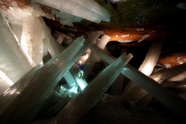 Один из шахтеров, попытавшись украсть частичку находки, не учел условий среды, и был впоследствии найдет фактически испеченным. Фото с сайта bigpicture.ru