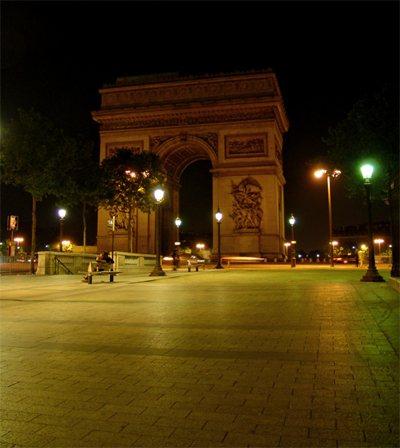 Париж…! Как много в этом звуке…. В центре площади Шарля де Голля, называемой также площадью Звезды, возвышается громада Триумфальной арки (L'Arc de Triomphe).Фото: dkphoto.livejournal.com