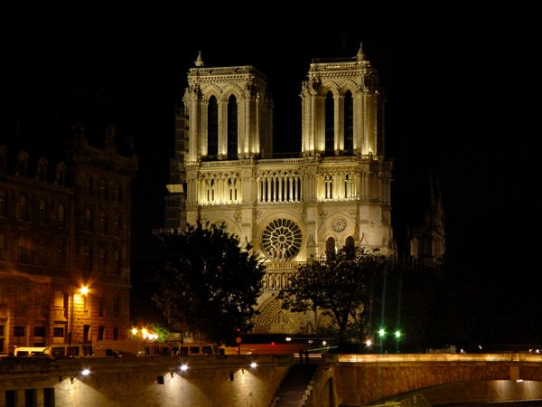 Париж…! Как много в этом звуке…. Сена и собор Парижской богоматери в восточной части острова Ситэ.Фото: dkphoto.livejournal.com