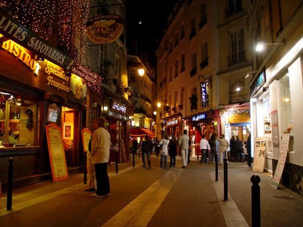 Париж…! Как много в этом звуке…. Уютные улочки Латинского квартала.Фото: dkphoto.livejournal.com
