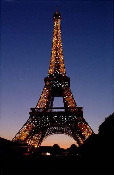 Париж…! Как много в этом звуке…. Знаменитая на весь мир Эйфелева башня (Tour Eiffel), ставшая символом не только Парижа, но и всей Франции.Фото: dkphoto.livejournal.com
