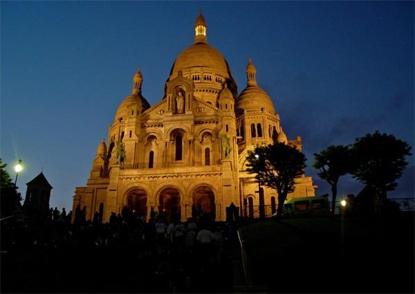 Париж…! Как много в этом звуке…. Вершину Монмартра венчает величественная базилика Сакре-Кёр (Sacre-Coeur).Фото: dkphoto.livejournal.com