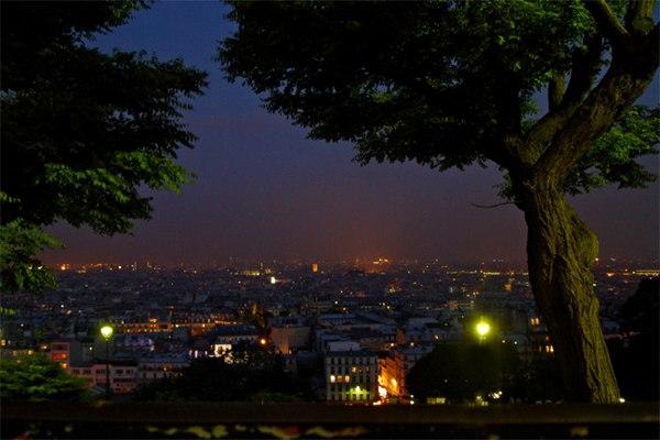 Париж…! Как много в этом звуке…. Взгляд на вечерний Париж с вершины Монмартра, по сути, от ступеней базилики Сакре-Кёр. Ну как можно не любить этот великий город? Фото: dkphoto.livejournal.com