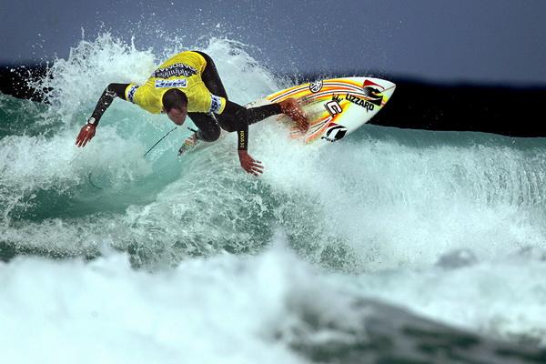 Антонио Бортолетто из ЮАР участвует в соревновании «Association of Surfing Professionals Relentless Boardmasters 5 Star Event» на пляже Фистрол в Ньюквэе 5 августа. Фото: Matt Cardy/Getty Images