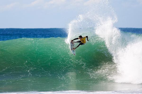 Джереми Флорес из Франции стал вторым после Бобби Мартинеза на соревновании «Billabong Pro Jeffreys Bay» 15 июля в Джеффрис Бэй, ЮАР. Фото: Kirstin Scholtz